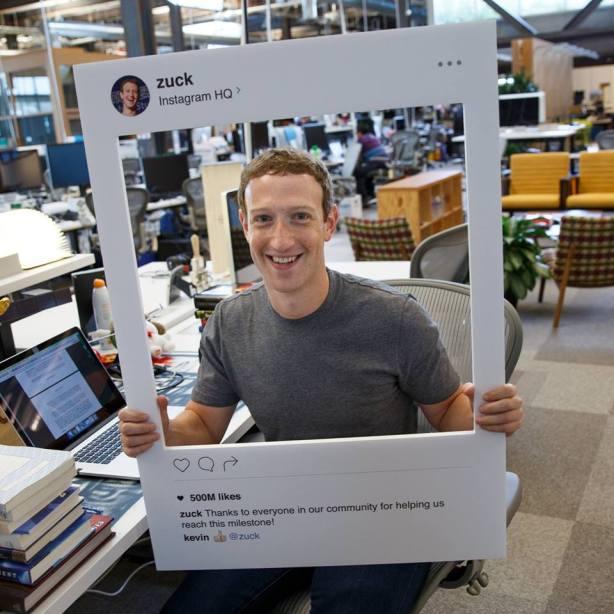 Zuckerberg anunciando crecimiento de Instagram